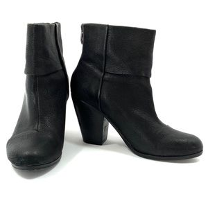 VINCE CAMUTO Hadley Black Leather Boots Booties